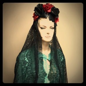Gothic headband roses and lace veil